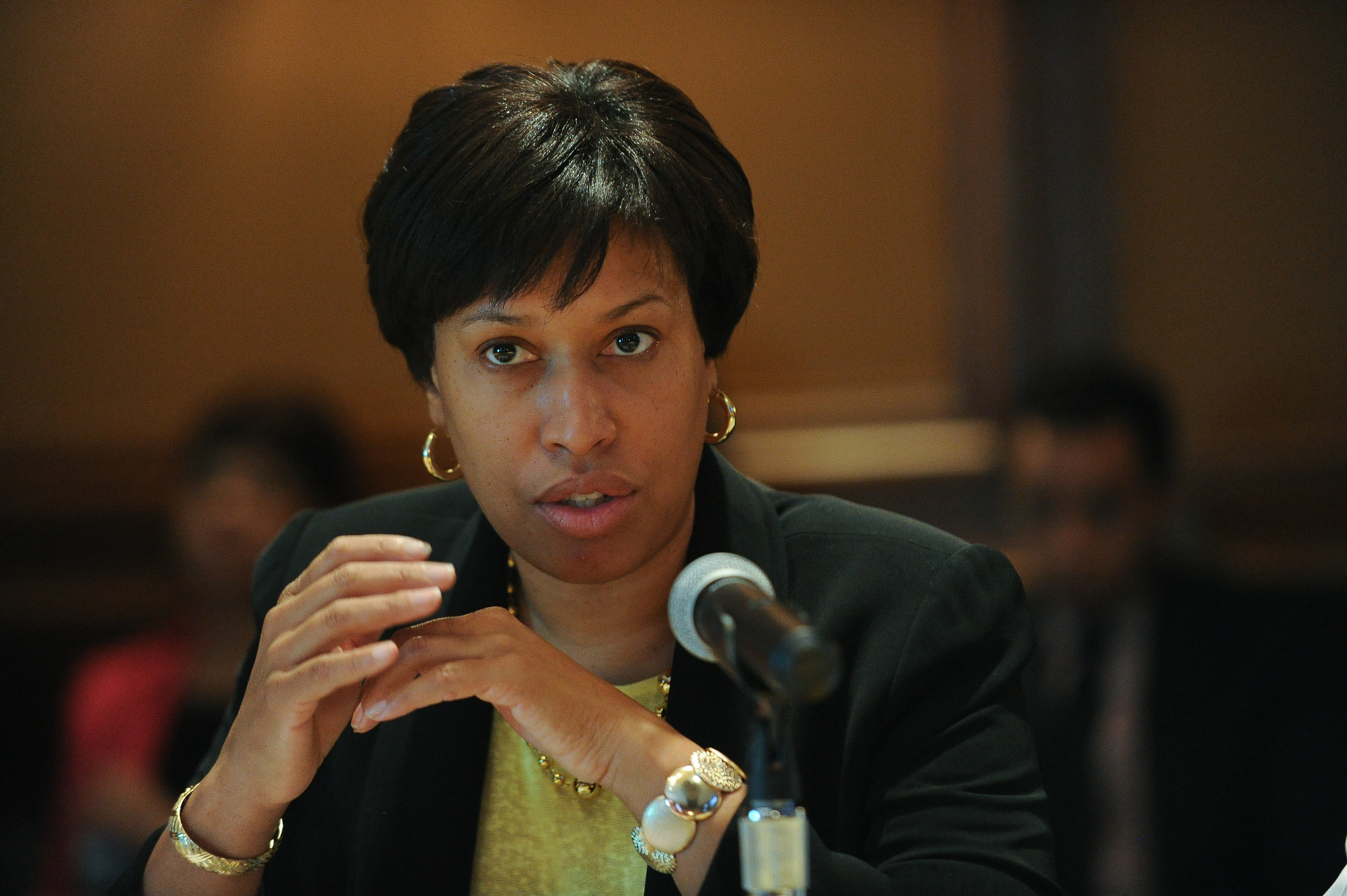 how tall is muriel bowser